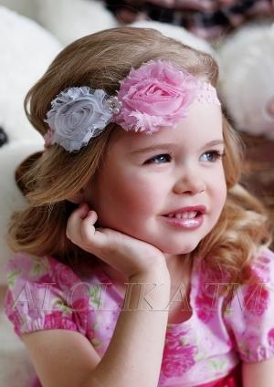 """Кружевная повязка с цветком """"Элеонора"""".Восхитительное украшение для прически маленькой принцессы. Выполнено на мягкой кружевной резинки, в центре декорировано двумя цветками и бусинками."""
