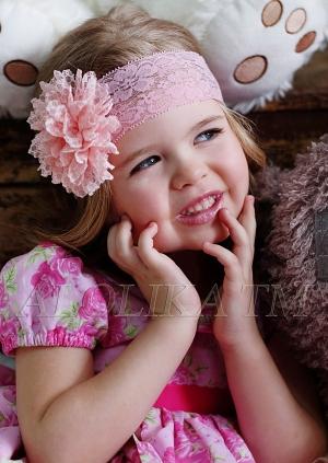 Кружевная повязка с цветком на голову— это красивый аксессуар для любой девочки!Повязка с цветком для девочек. Представлено несколько вариантов в красивом сочетании цветка с повязкой.