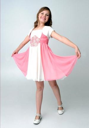 """Шифоновое платье """"Ульяна"""" молочно-розового цвета с болеро.Легкое и воздушное платье с красивой вышивкой на поясе, украшенное стразами. Красивое платье для настоящих модниц. Платье на тонких бретельках, сзади на молнии. Данный наряд идеален для любых торжеств и праздников!"""