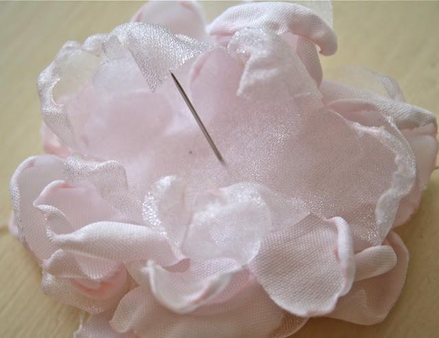 Цветок из ткани своими руками вариант