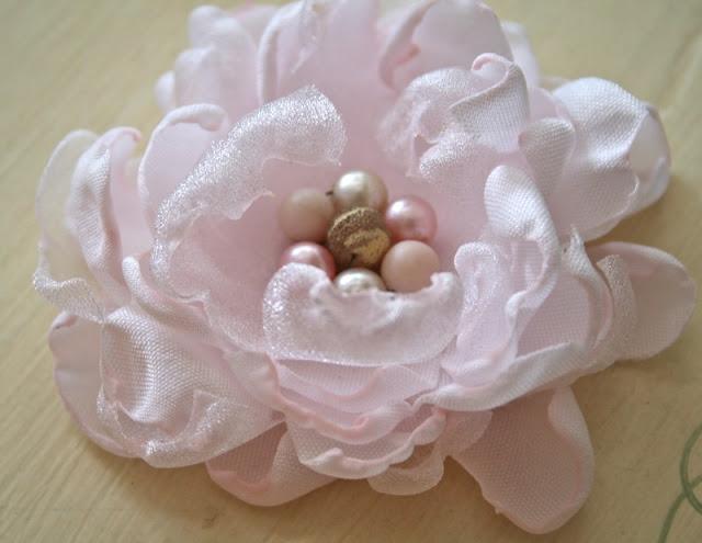 Как делать цветок своими руками из ткани