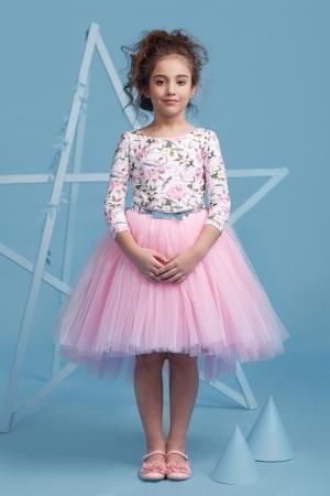 """Нарядное платье """"Милана"""" с пышной юбкой розового цвета. Оригинальное и красивое платье для любого торжества! Вверх платья из полиэстера, подкладка из хлопка, юбка из нескольких слоев, что придает пышность, сзади небольшой шлейф."""