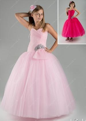 """Если вы ищете бальные платья для девочек, то советуем вам обратить внимание на это шикарное платье с пышной юбкой """"Виолетта"""". Корсет платья украшен крупными стразами, что придает платью очень нарядный вид. Нарядное платье с многослойной и пышной юбкой, идеально для выпускного бала, а также для любых торжеств! Само платье корсетного типа, за счет этого можно регулировать в объеме, что идеально для разного возраста."""
