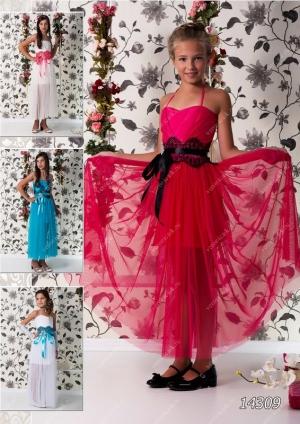 """Нарядное платье """"Любовь"""" с черным кружевом. Красивое платье из шифона, легкого силуэта на тонких бретельках. Платье идеально для любых праздников и ваша красотка будет в нем самой красивой. Само платье корсетного типа, регулируется шнуровкой, нижняя юбка короткая, верхняя нежная и легкая. Идеальный наряд на торжество, карнавала или выпускной, затмит всех своей красотой и оригинальностью. Длина платья указана без лямок. Представлено несколько вариантов цветов. При оформлении заказа внимательно смотрите на параметры платья!"""