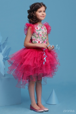 """Нарядный комплект """"Даниэла"""" с пышной юбкой малинового цвета. Комплект состоит из блузки с принтом """"цветы и пышной юбки малинового цвета. Красивый наряд на весенний праздник, а также любое торжество! Ваша девочка будет самой яркой и красивой на празднике! Впереди выпускной в детском саду и в школе, такой наряд будет отличным вариантом на празднике."""