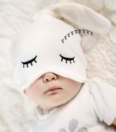 Шапочка для малышек с глазками.