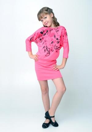 """Трикотажное платье """"Жанетта"""" темно-розового цвета с рисунком.Красивое платье с оригинальным рисунком и широким поясом. Данное платье универсальное, подойдет для любых праздников и вечеринок."""
