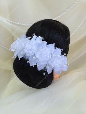 Венок для украшения прически.Венок состоит из цветов с блестящим напылением в обрамлении листочков, воздушных усиков со стеклярусом и жемчужинами, а также воздушных атласных лепестков. Венок может отличаться от фото.