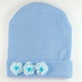 Голубая шапочка для малышек с цветочками.