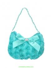 Маленькая сумочка с розочками и атласным бантиком бирюзового цвета.