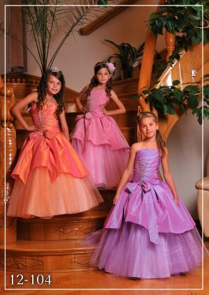 """Бальное платье """"Роксана"""" со стразами и бантом на поясе.Украшает данное платье пояс с бантом и стразы на корсете.Шикарное бальное платье идеально для выпускного бала, а также для любых торжеств! Само платье корсетного типа, идеально для девочек разного возраста.К этому платью подъюбник продается отдельно."""