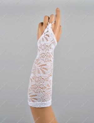 Детские кружевные перчатки-митенки.Данные перчатки дополнят любой наряд, пышное и нарядное платье. Рисунок может отличаться от фото.