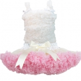Комплект с пышной юбочкой Pettiskirt кремово-розового цвета и топом с рюшами кремового цвета.