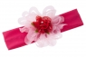 Красивая повязка с цветком малинового цвета.