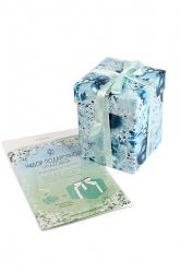Новогодняя коробка для подарков с атласной лентой.