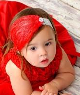 Детская повязка с перьями.